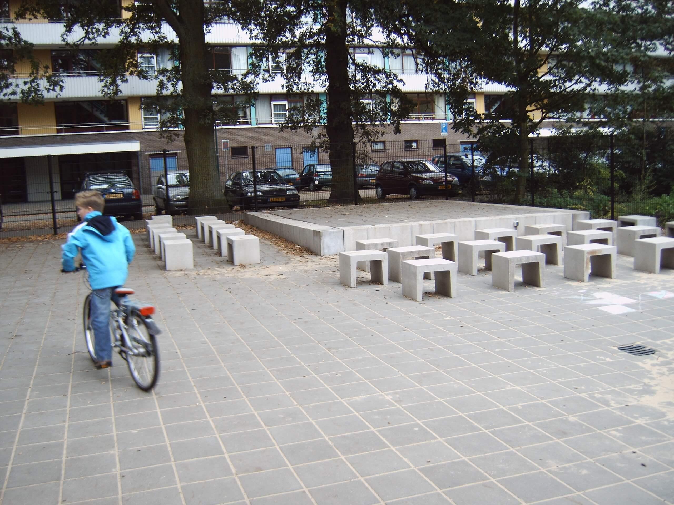 Rode Tegels 50x50 : Betontegels voor trottoirs en voetpaden