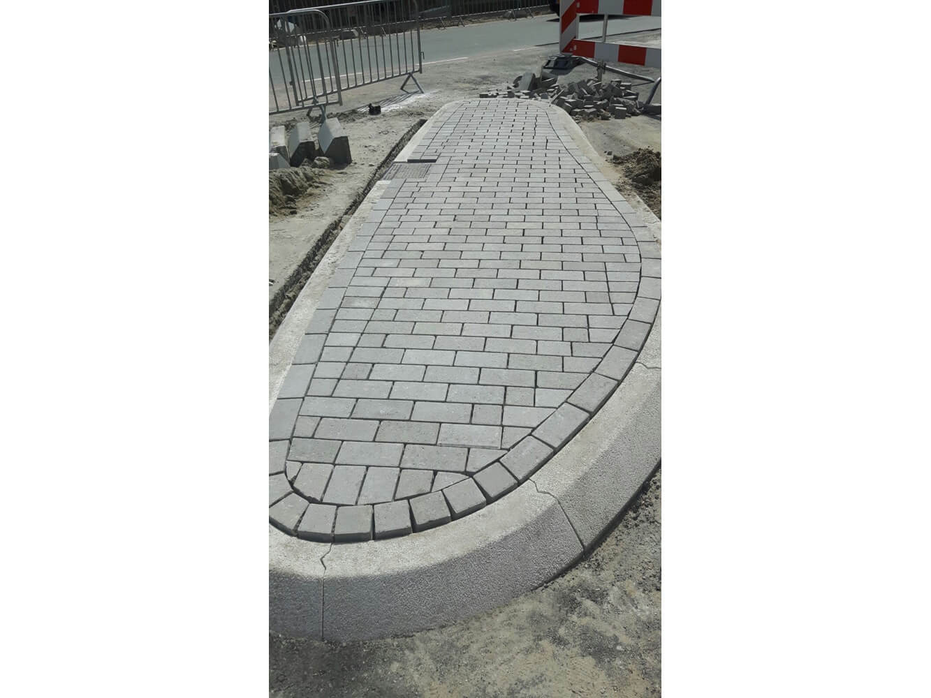 Circulaire, biobased bestrating met straatsteen grijs