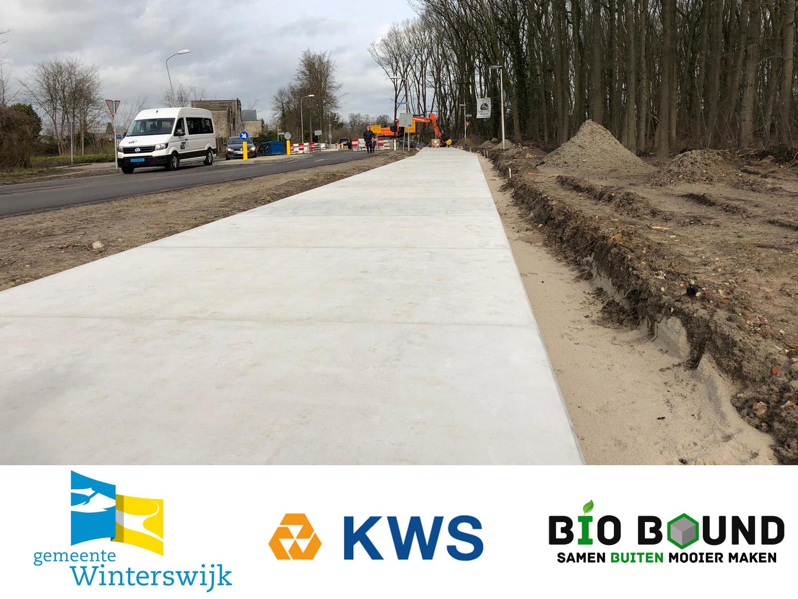 Fietspad van circulaire betonplaten van duurzaam beton